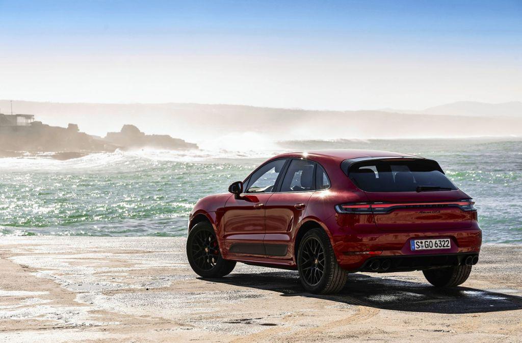 Teurer Fahrspaß: ein Porsche-SUV wird das Budget bald noch stärker belasten. Foto: dpa