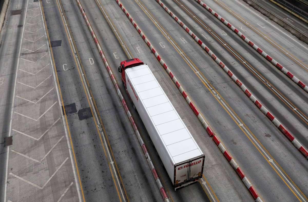 Großbritannien will den Verkauf von Diesel- und Benziner-Lkw ab 2040 verbieten. (Symbolbild) Foto: imago images/Xinhua/Han Yan/Tim Ireland via www.imago-images.de