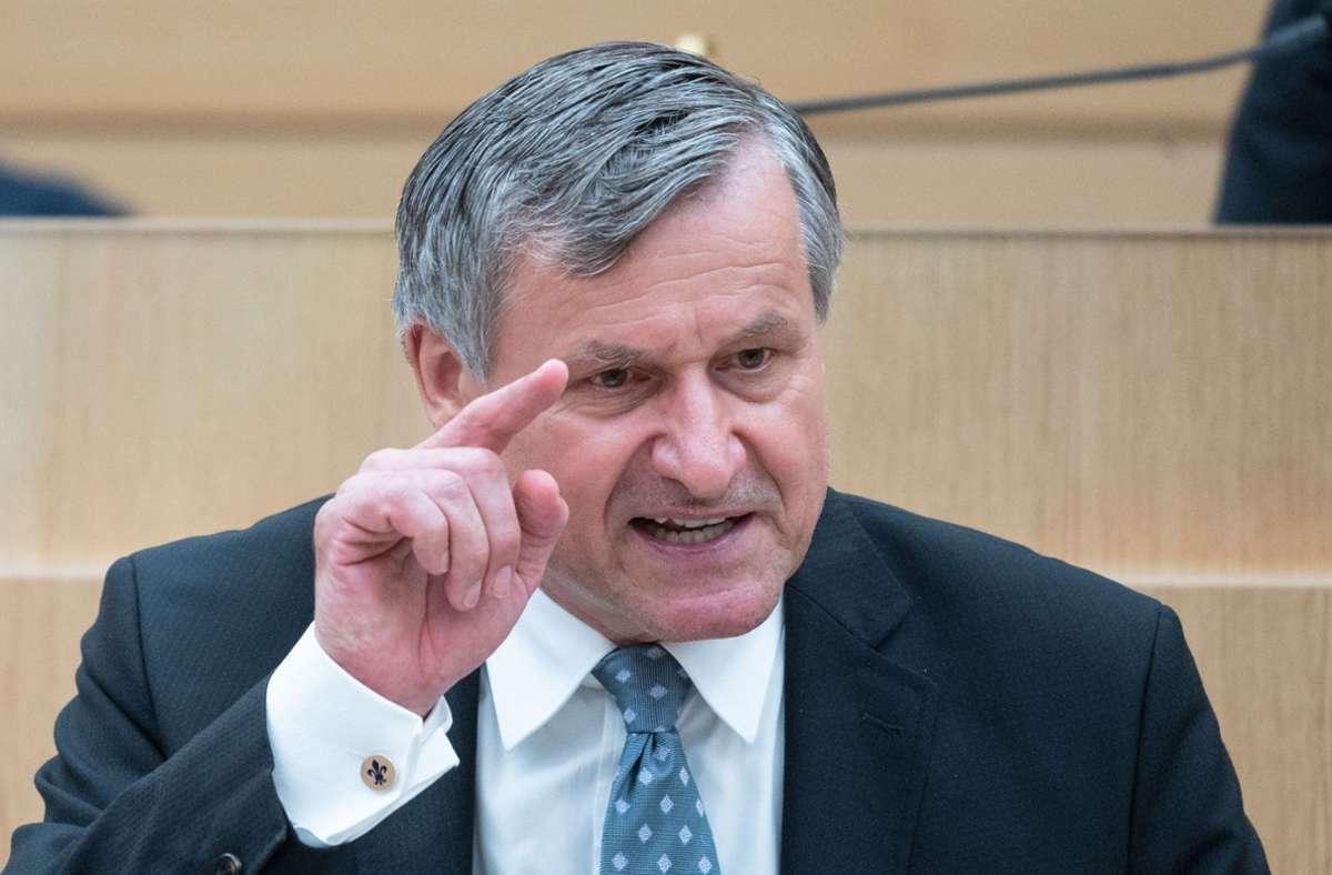 FDP-Fraktionschef Hans-Ulrich Rülke hat im  Landtag die zusätzlichen Staatssekretäre Foto: dpa/Marijan Murat