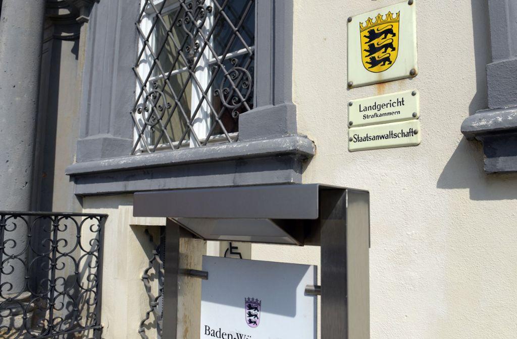 Das Landgericht Ellwangen. Der Angeklagte hat die Tat dort am Montagmorgen gestanden. Foto: dpa