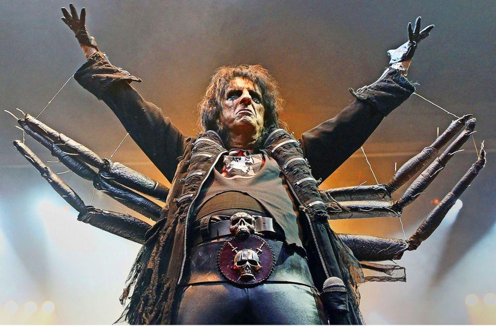 Er sah nicht immer wie jedermanns Traumschwiegersohn aus: Schock-Rocker Alice Cooper Foto: Getty