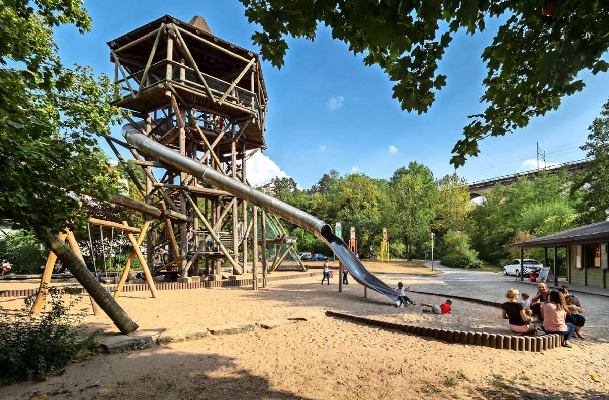 Er war mehr als 30 Jahre lang Kult bei groß und klein:: der Spielturm beim Bietigheimer Bürgergarten. Foto: /Andreas Weise