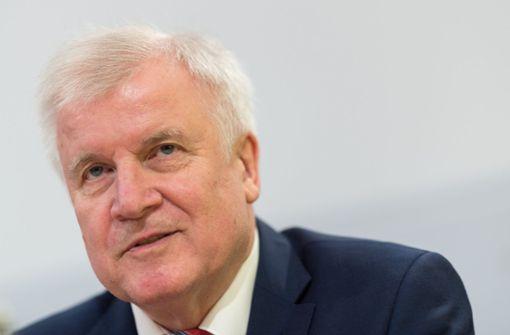 Seehofer will konsequente Bamf-Aufklärung und verteidigt Asylzentren