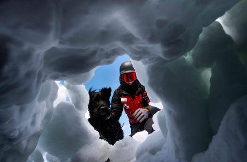 Vater befreit Sohn aus Eisgrab