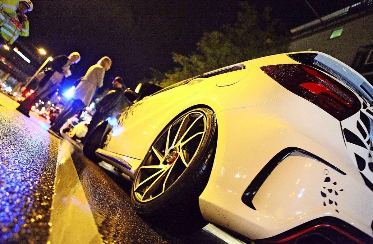 Aufgemotzte Autos  sind laut, ihre Fahrer gefährden beim sogenannten Posen oft Unbeteiligte. Foto: Lichtgut/Jan Reich