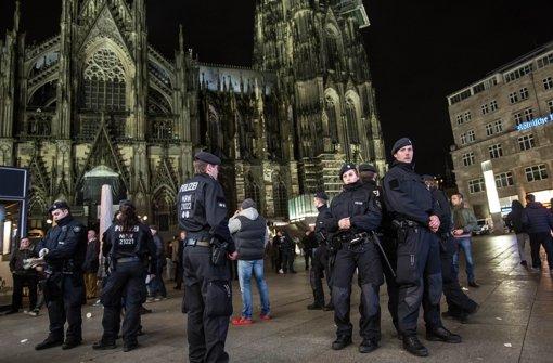 Unbekannte verletzten in Köln mehrere Ausländer