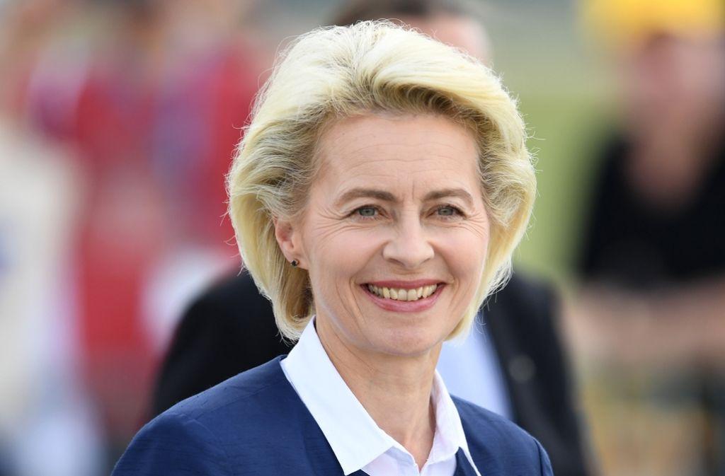 Weglächeln kann Ursula von der Leyen das türkische Einreiseverbot für deutsche Abgeordnete nicht – bei ihrem Besuch in Ankara will sie mit Nachdruck auf Änderung dringen. Foto: dpa-Zentralbild