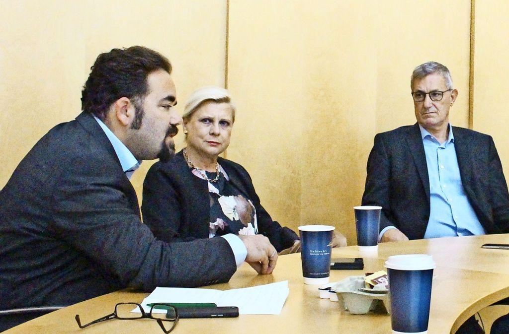 Die Bundespolitiker Chris Kühn (Grüne), Hilde Mattheis (SPD) und Bernd Riexinger (Linke/von links) diskutieren über eine Machtperspektive jenseits der Union. Foto: Lebedew