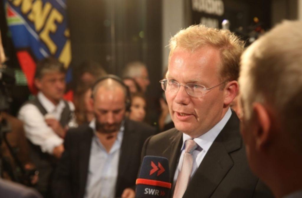 Der von der FDP unterstützte Kandidat Sebastian Turner unterlag seinem Grünen Konkurrenten Fritz Kuhn. In unserer Bildergalerie haben wir Prominent nach ihrer Meinung zur OB-Wahl gefragt. Klicken Sie sich durch! Foto: Achim Zweygarth