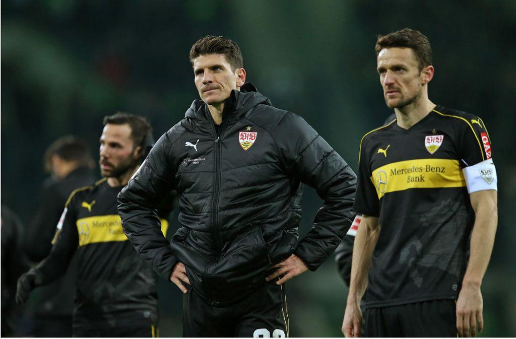 Seit 670 Minuten ohne Tor: VfB-Stürmer Mario Gomez stemmt die Hände in die Hüften Foto: Baumann