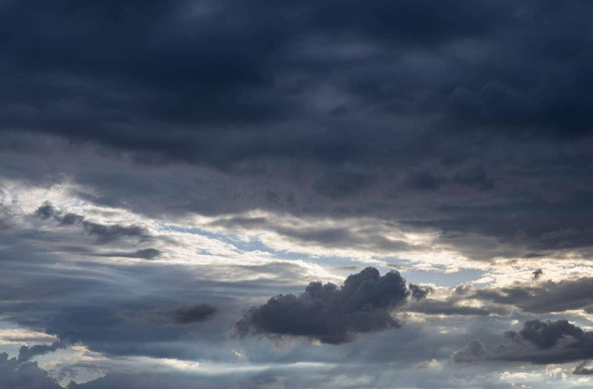 Von Samstagnachmittag an sind im ganzen Land Gewitter möglich, wie der Deutsche Wetterdienst (DWD) am Freitag mitteilte (Symbolbild). Foto: imago images/imagebroker/imageBROKER/Markus Keller