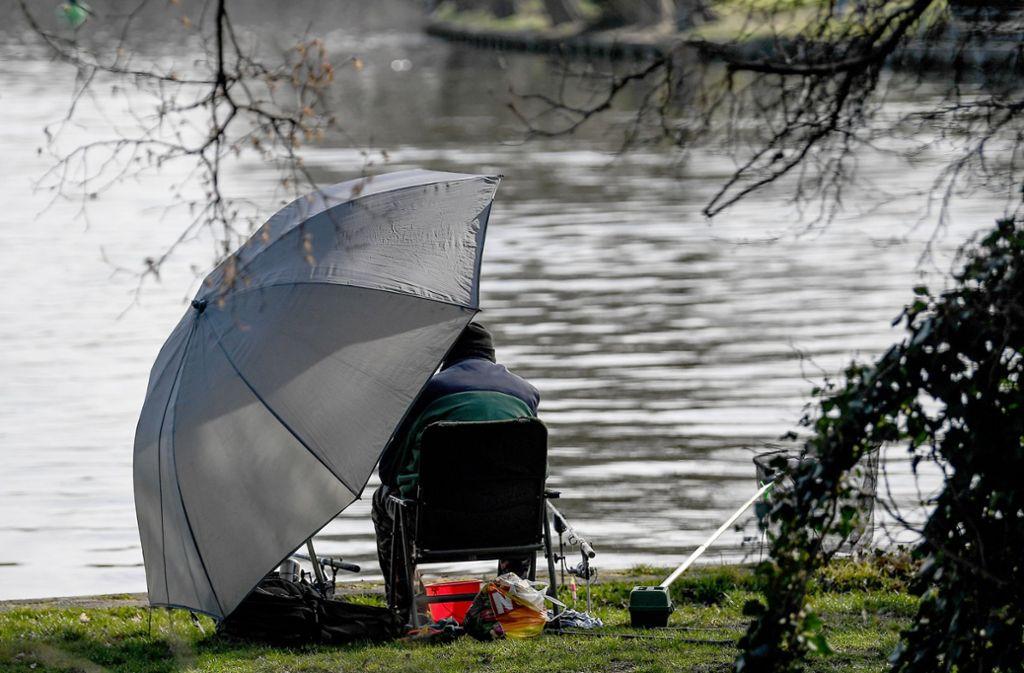 Angler sind in der Regel geduldig – es sei denn, es geht ums Geld. Foto: dpa-Zentralbild