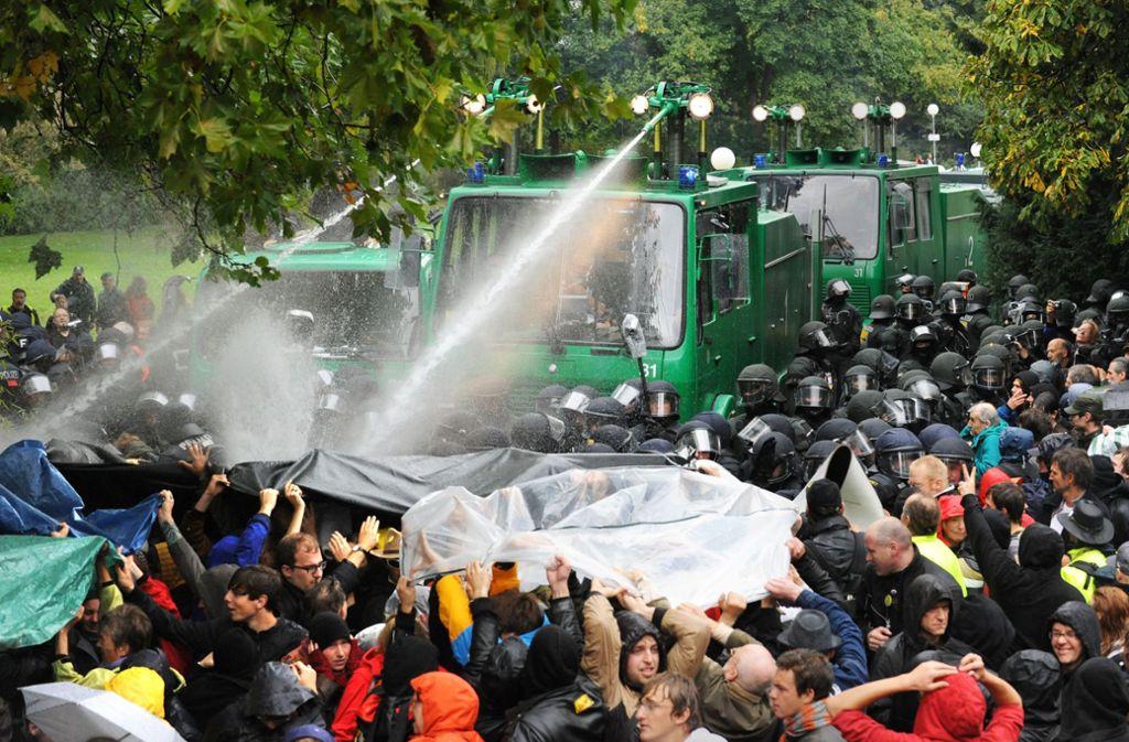 Der Polizeieinsatz im Schlossgarten beschäftigt weiter die Gerichte. Foto: dpa