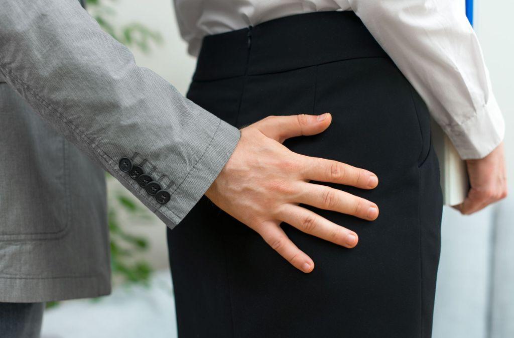 Wie können sich Opfer gegen sexuelle Belästigung am Arbeitsplatz schützen? Foto: Adobe Stock/ dmitrimaruta