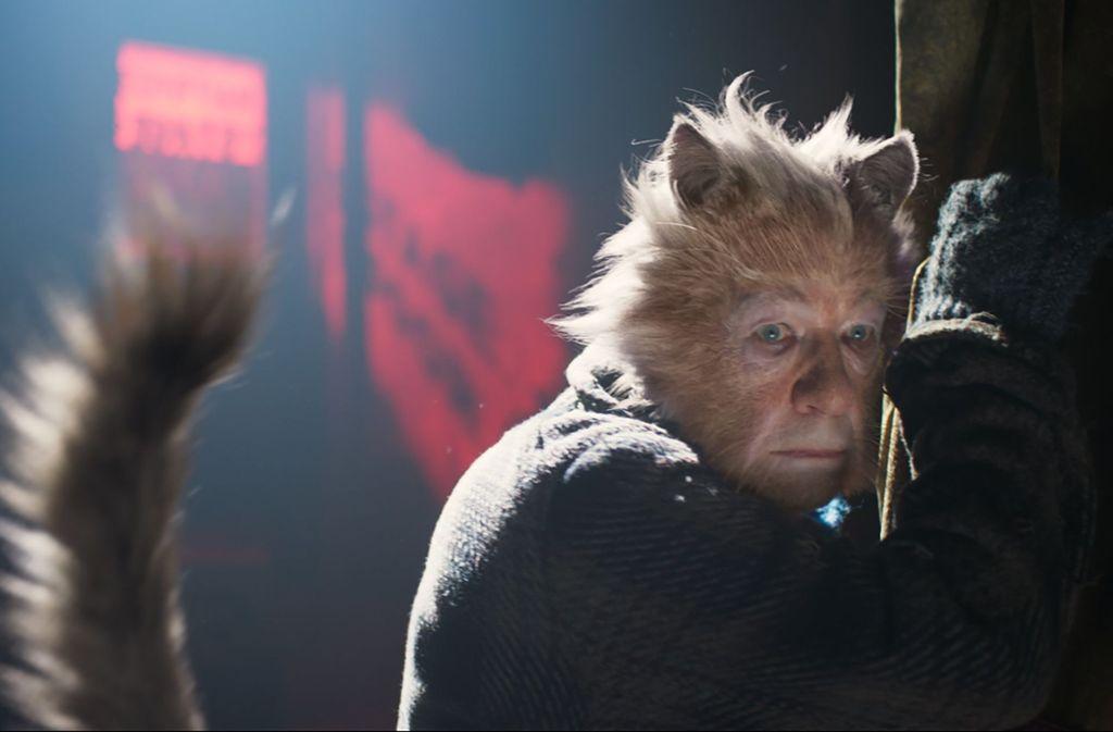 "Ian McKellen als Gus in einer Szene des Films ""Cats"" Foto: dpa/Universal Picture"