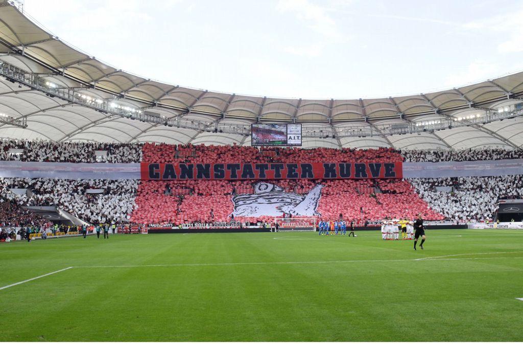 Gänsehautmoment: Die Choreografie vor der Partie des VfB Stuttgart. Foto: Pressefoto Baumann