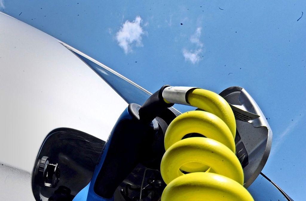 Kein Anschluss? In Wohnanlagen kann die Installation einer Lademöglichkeit für das E-Auto mit großen Schwierigkeiten verbunden sein. Foto: dpa