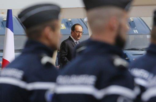Hollande markiert den starken Mann