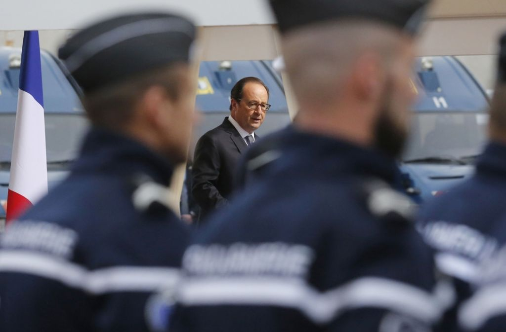 Präsident Hollande besucht den Norden Frankreichs. Eine Station ist das Flüchtlingslager in Calais. Foto: AFP