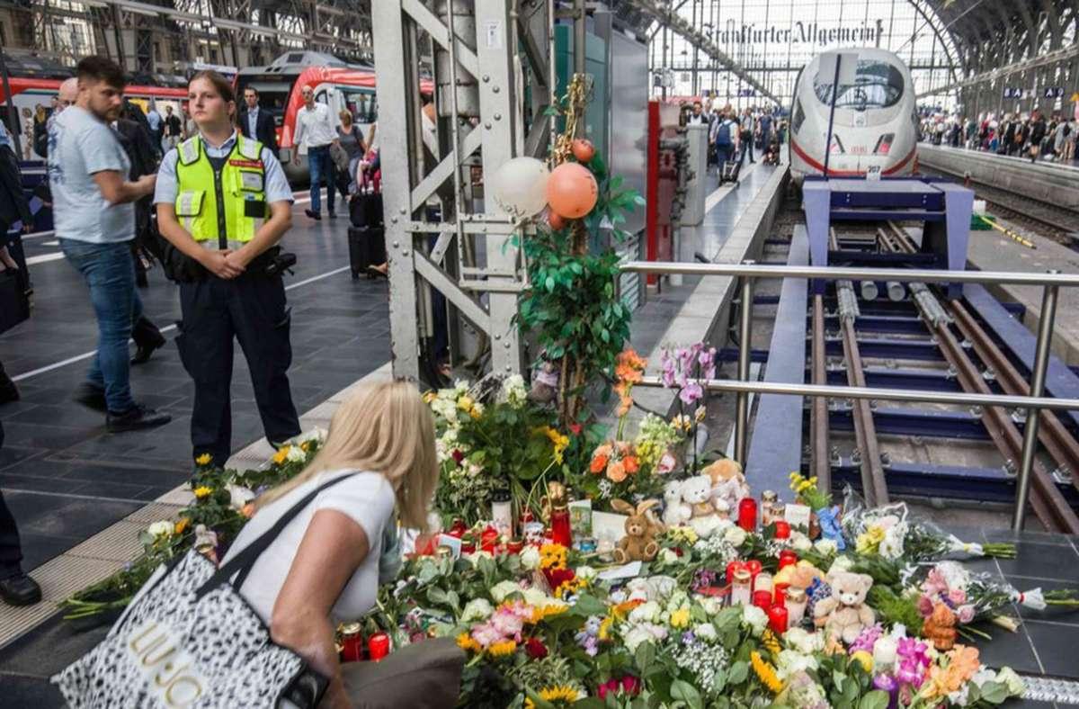 Der tödliche Stoß am Frankfurter Hauptbahnhof hatte bundesweit für Trauer und Bestürzung gesorgt. (Archivbild) Foto: afp