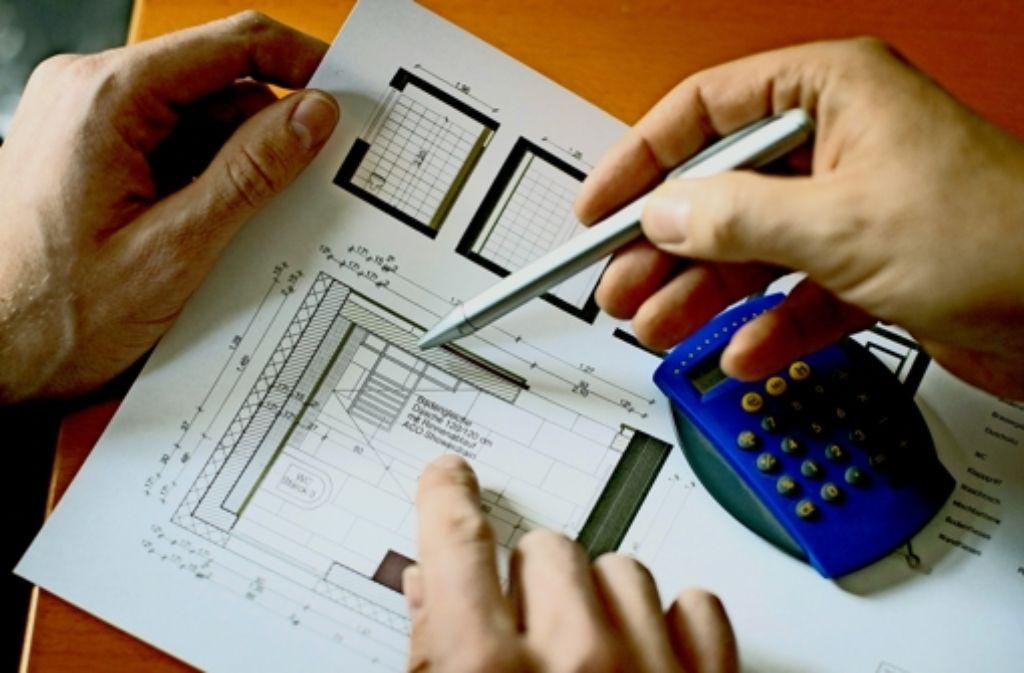 Bevor ein Umbauplan für eine behindertengerechte Wohnung erstellt   wird,  sollte man sich beraten lassen. Foto: photothek