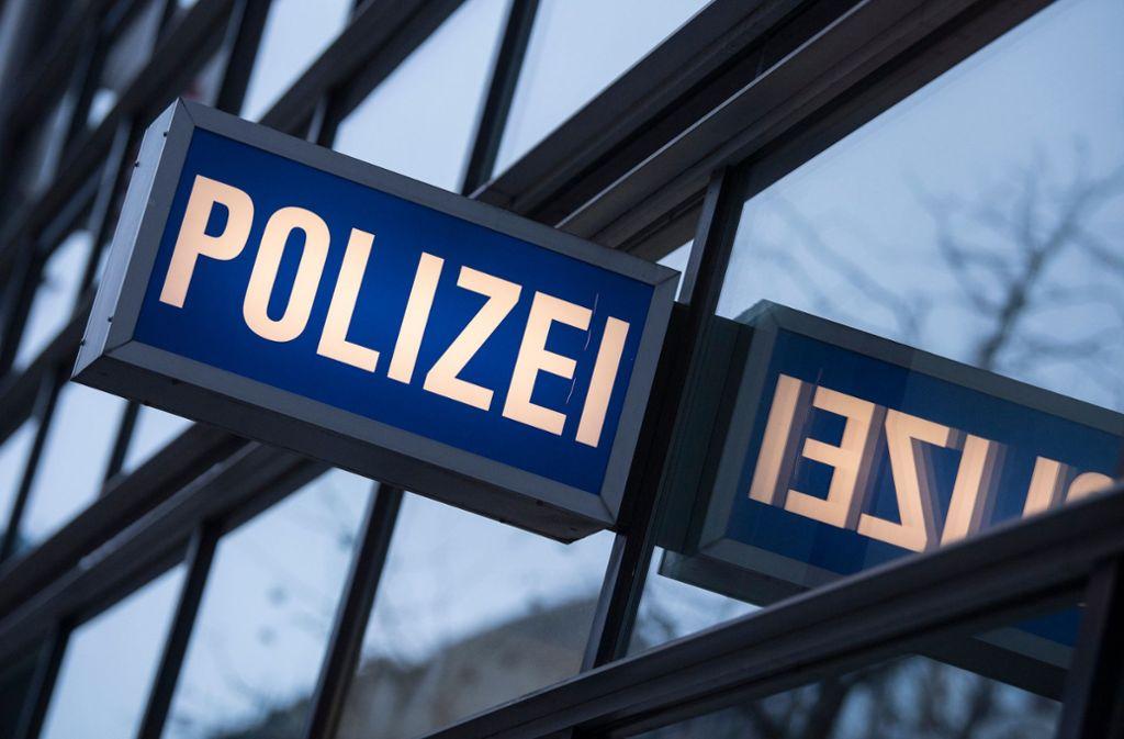 Die Polizei in Ditzingen sucht nach einem Steinewerfer. Foto: dpa/Boris Roessler