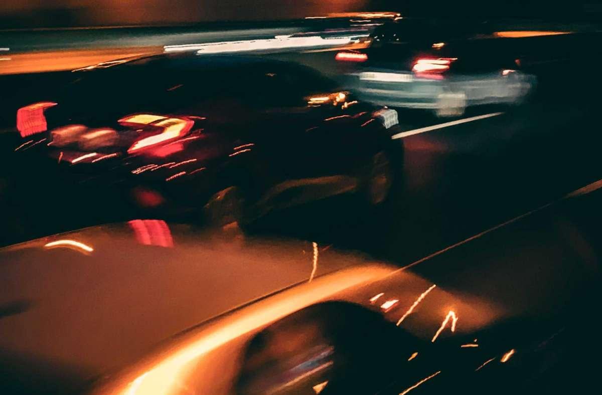 Der VW Fahrer fuhr mit über 100 km/h davon – die Polizei holte ihn ein. Foto: KRZBB