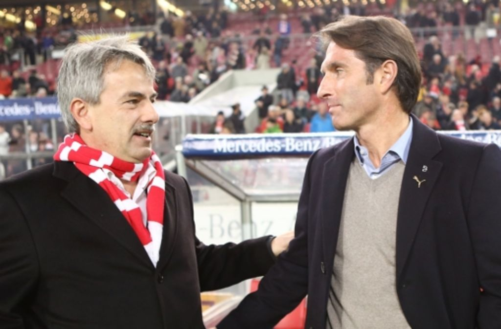 Bruno Labbadia (rechts) verhandelt in Belek über eine Vertragsverhandlung. VfB-Chef Mäuser ist zuversichtlich. Bilder aus dem Trainingslager sehen Sie in der folgenden Fotostrecke. Foto: Pressefoto Baumann