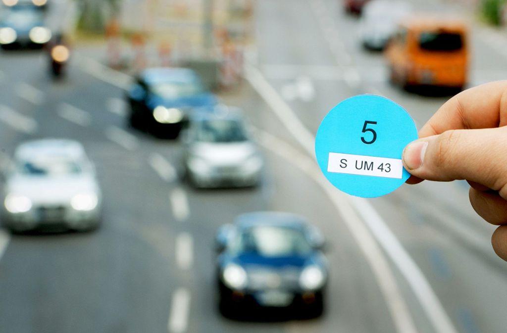 Viele Städte und das Land sind für die Blaue Plakette,  der Bundesverkehrsminister ist dagegen. Foto: dpa