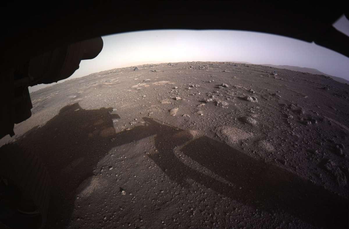 """Der Moment der Landung: Die Sonde """"Perseverance"""" setzt auf dem Mars aus. Foto: dpa"""