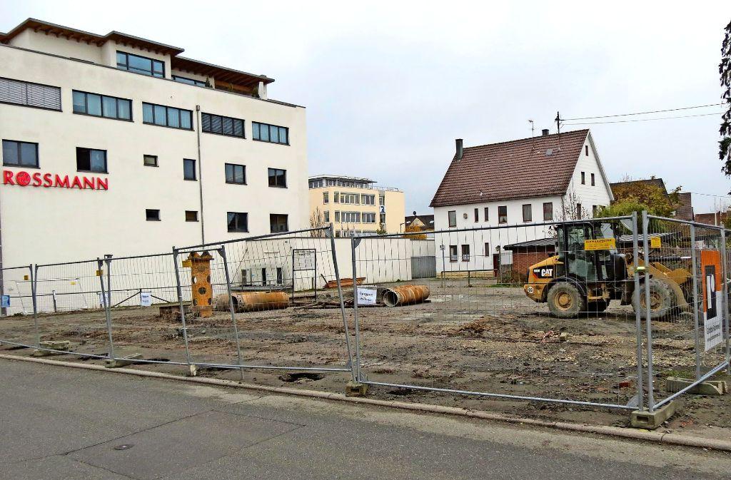 Wegen der Baustelle an der Bibliothek ist eine Parkfläche verloren gegangen. Foto: Häusser
