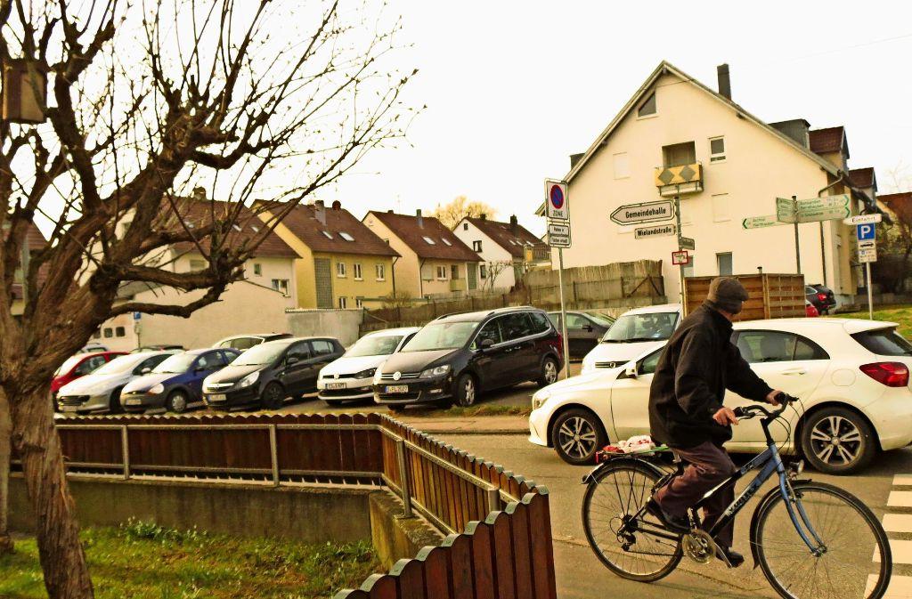 Die Parkplätze an der Wielandstraße sind sehr oft  belegt.  Die Verwaltung soll nun weitere schaffen. Foto: Archiv: Otto-H. Häusser