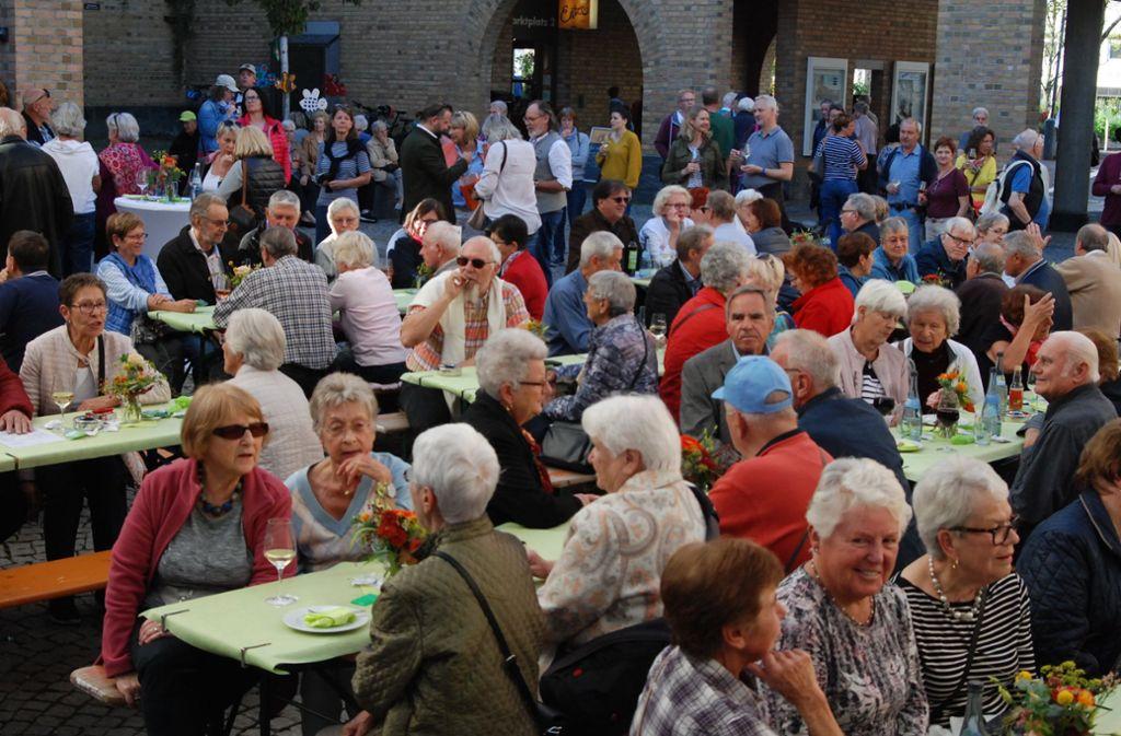 Zahlreiche Besucher feiern den Abschluss der Remstal-Gartenschau.Foto: Claudia Bell Foto: