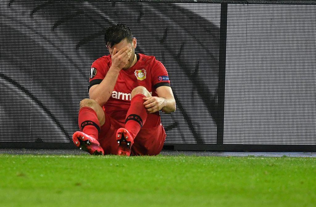 Nach seiner Verletzung im Spiel gegen den FC Porto ist die Saison für Kevin Volland beendet. Foto: AFP/INA FASSBENDER