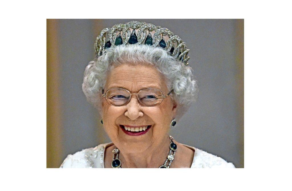 Hat gut lachen: die Queen ist auch mit 90 Jahren fit und robust Foto: dpa
