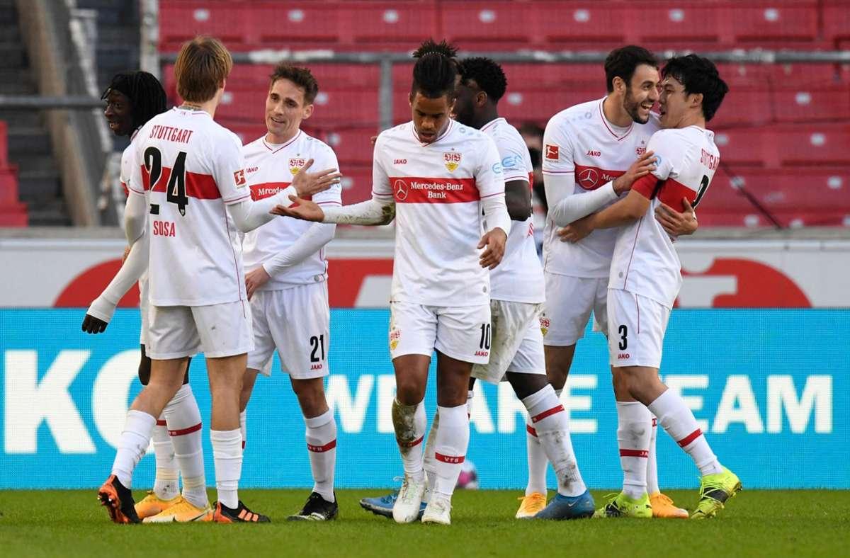 Jubel bei den Spielern des VfB Stuttgart – 5:1 gegen den FC Schalke 04. Foto: AFP/THOMAS KIENZLE