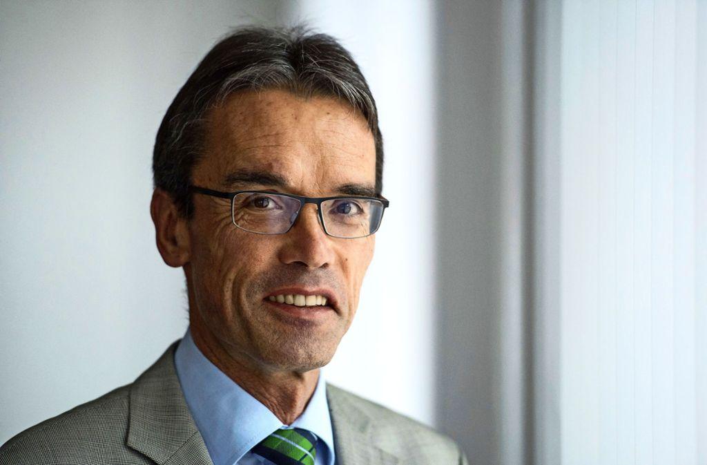 Karl Hilsenbek hat als junger Schultes in Böbingen 1986 angefangen, jetzt dankt er ab –  als dienstältester Bürgermeister im Ostalbkreis. Foto: picture alliance / dpa