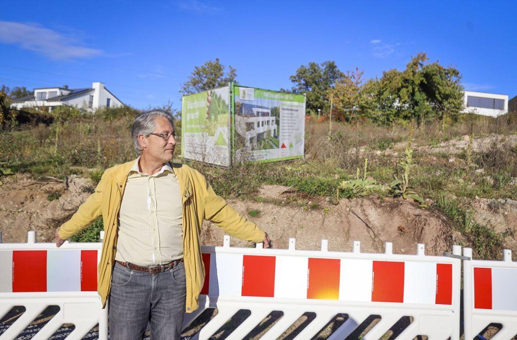 """Christoph Kaiser will ein großes Wohnhaus verhindern: """"Der Bauklotz passt überhaupt nicht in die Siedlung"""" Foto: factum/Simon Granville"""