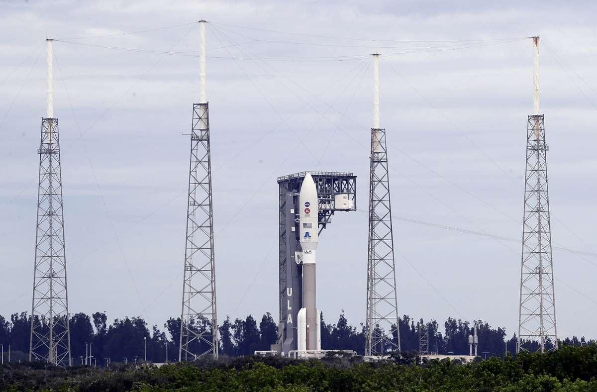 Mit einer Atlas-V-Rakete geht es für den Marsrover in Richtung Mars. Foto: AP/John Raoux