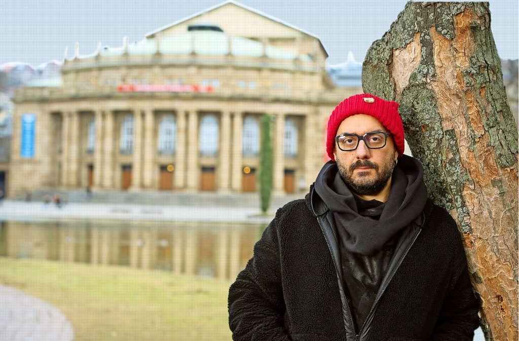Kirill Serebrennikow, im Hintergrund die Oper Stuttgart Foto: dpa/StZN