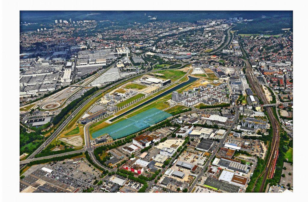 Die türkisfarbene Fläche markiert das Baufeld für das Klinikum. Links oben verläuft die A 81, ganz rechts die Bahnlinie. Foto: Zweckverband