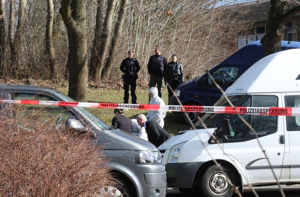 Auf offener Straße ist in Kiel eine Frau verblutet. Die Hintergründe der Tat sind noch unklar. Foto: dpa