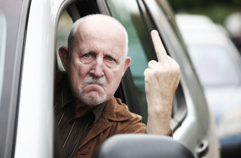 """""""Penner"""", """"Scheißkerl"""", """"Sackgesicht"""", """"Drecksau"""", """"Arschloch"""": Der Stinkefinger gehört augenscheinlich zum Autofahren wie die Luft zum Atmen. Foto: Fotolia/Bilderstöckchen"""