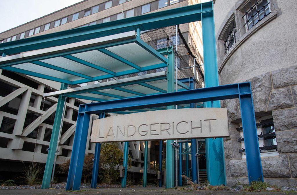 Am Landgericht in Bielefeld wurde ein Mann wegen versuchten Mordes im März verurteilt. Das Opfer ist nun gestorben. (Symbolbild) Foto: dpa/Friso Gentsch
