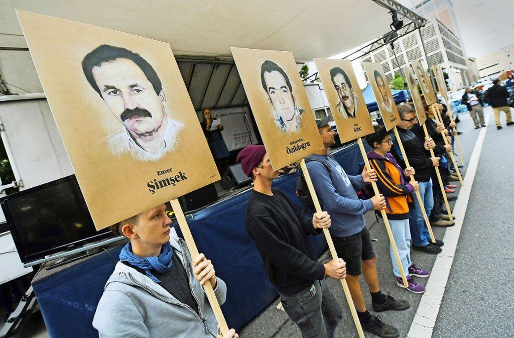Vor dem Münchner Gericht wird an die Opfer der NSU-Morde erinnert. Foto: dpa