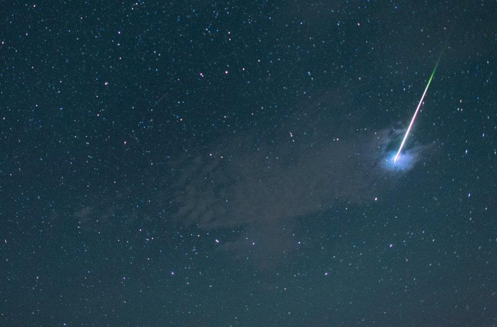 Unter den Sternen können die Besucher der Langen Einkaufsnacht shoppen. Foto: dpa