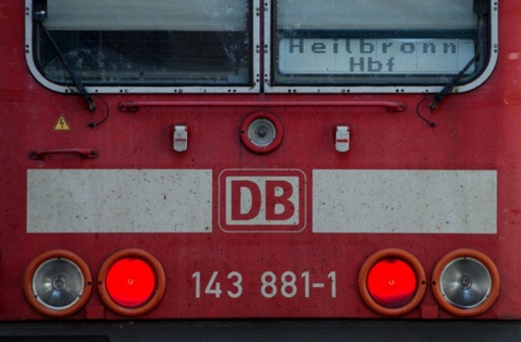 Wegen eines Brandes an der Bremsanlage muss am Dienstag in Ludwigsburg ein Zug geräumt werden. Foto: dpa/Symbolbild