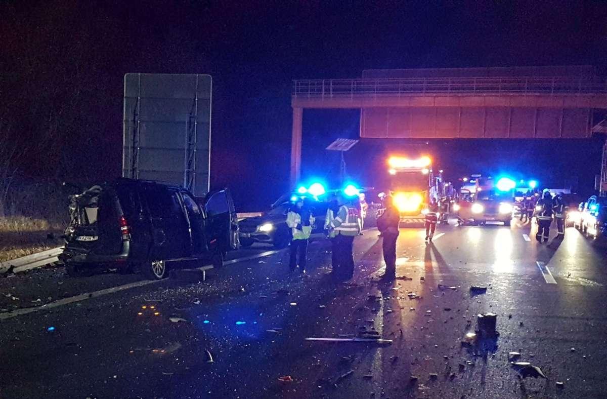 Auf der A8 kam es am Montag zu einem folgenschweren Unfall. Foto: SDMG/ Gress