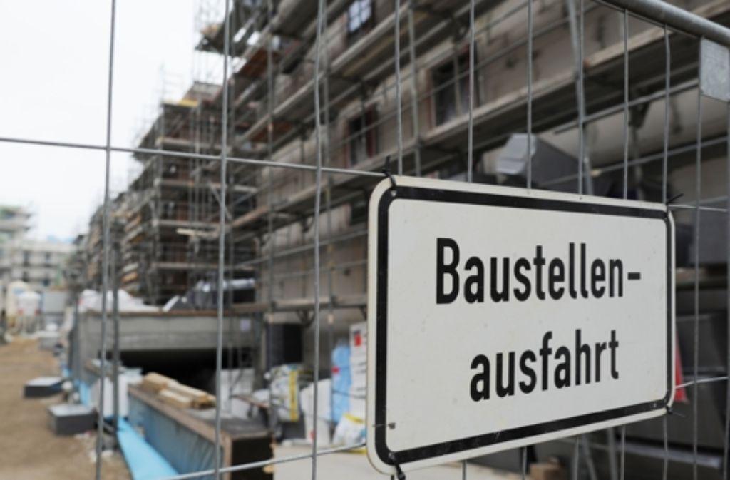 In Deutschland (hier ein Bild aus Hamburg) wurde in den vergangenen Jahren viel gebaut. Günstiger Wohnraum ist dabei allerdings kaum entstanden. Foto: dpa