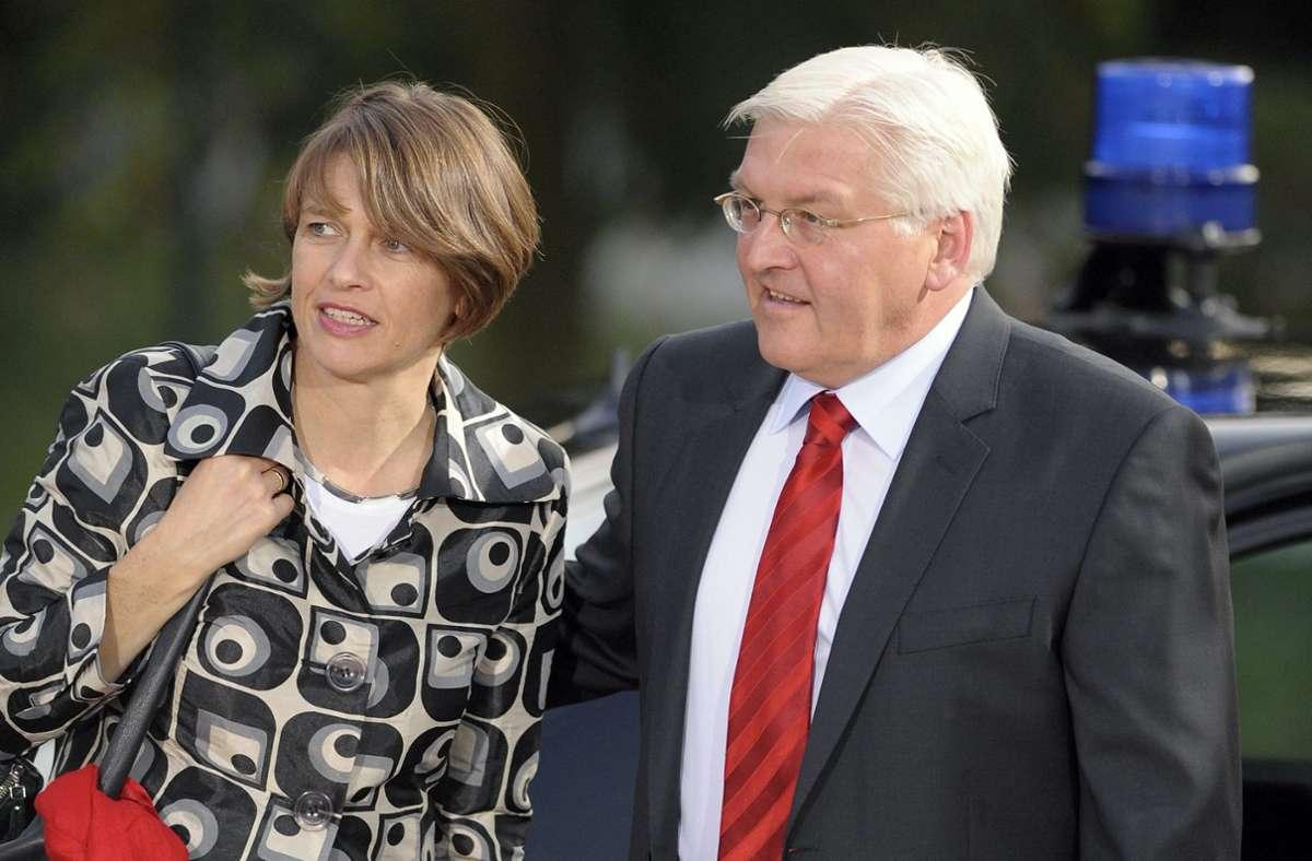 Bundespräsident Frank-Walter Steinmeier hat seiner Frau Elke Büdenbender im Jahr 2010 eine Niere gespendet. Foto: dpa/Hannibal Hanschke